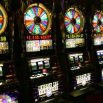 How can online slots add profitable advantages to the life of a gambler?